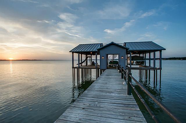 10 Island Drive Boat House