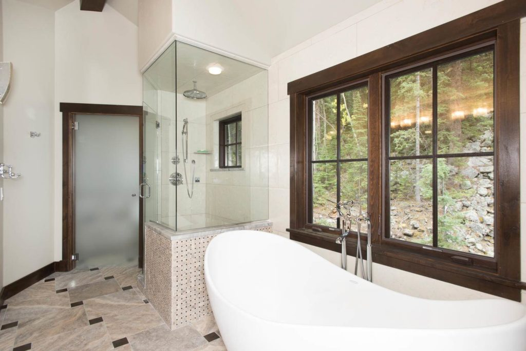 1003 Boreas Pass Rd - bathtub