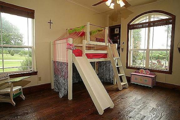 339 Town East Blvd. girlie room