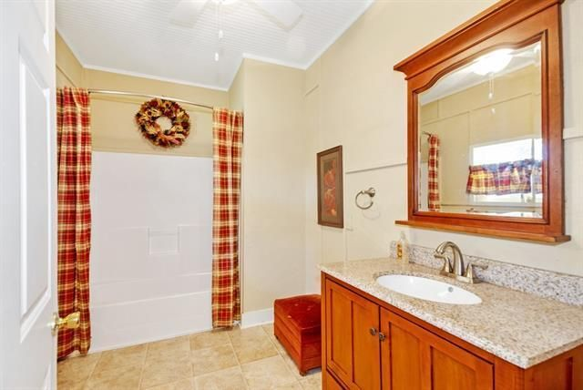 355 Oak Hills - Bathroom 1
