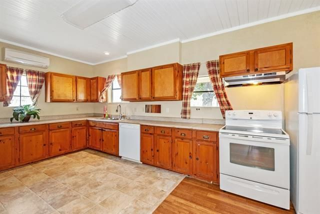 355 Oak Hills - Kitchen 1