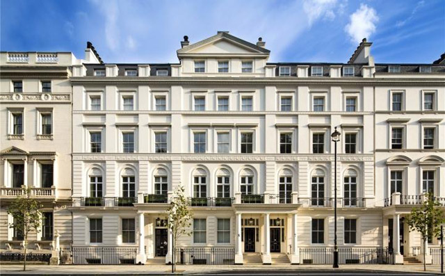 Directly across from Buckingham Palace; 4,663 square feet, 3-bedrooms for £14.950 million