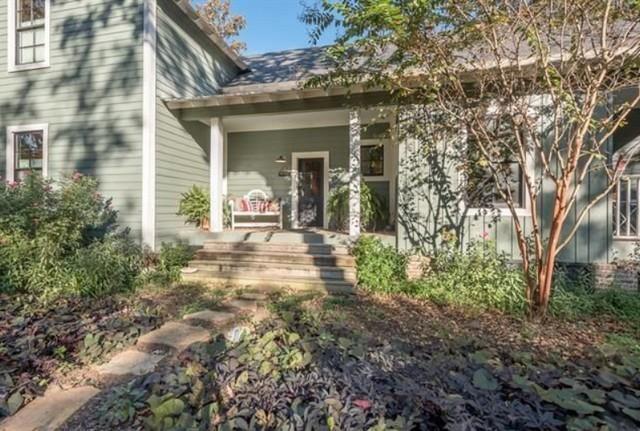 greenville-lakehouse-front-porch