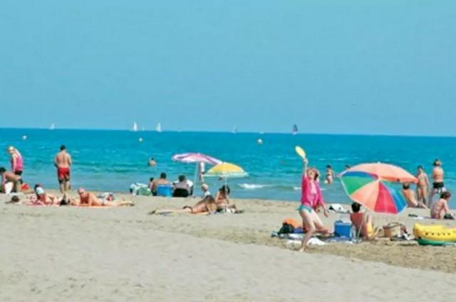 Narbonne beach scene. Photo courtesy of Kelly Nyfeler.