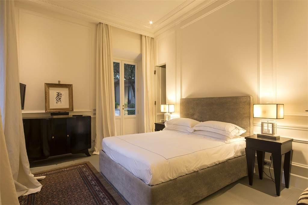 Villa Master bed 1
