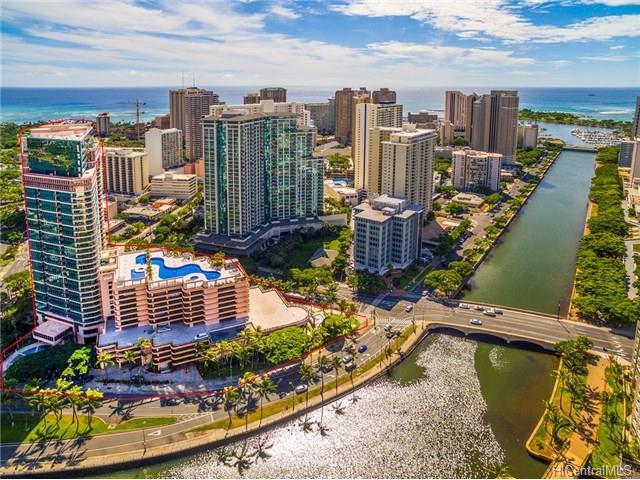 Waikiki Landmark: Left Foreground